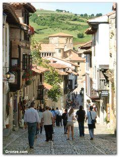 Etapa 13: Santander - Santillana del Mar. Calle principal de Santillana del Mar. Camino del Norte. #Cantabria #Spain #Travel