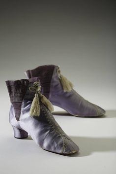 Mauve boots dyed with the new synthetic color containing arsenic, picric acid, and other toxic chemicals, English (early (Collection of the Bata Shoe Museum, photograph by Ron Wood) Victorian Shoes, Victorian Women, Victorian Fashion, Vintage Fashion, Victorian Era, Vintage Shoes, Vintage Accessories, Vintage Outfits, Fashion Accessories