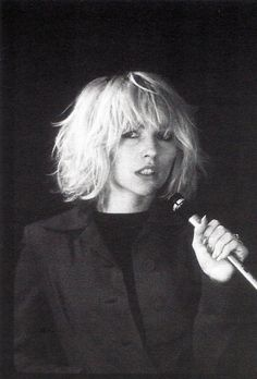 http://theworldofphotographers.files.wordpress.com/2012/08/debbie-harry-1976-bob-gruen.jpg  Blondie