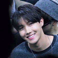 Những idol càng ngắm càng thấy đẹp trai