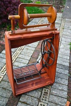 Awesome cool spinning wheel (spinning yarns)