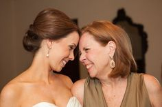 Such a sweet photo of the bride and her mum! (Callhan Photo)