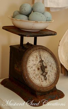 This kitchen display is a great way to showcase your antique items. I like the way they have used the rusty scale with a rusty bowl of fabulous robin's egg blue eggs. Antique Decor, Antique Items, Vintage Decor, Vintage Antiques, Antique Jewelry, Antique Kitchen Decor, Antique Interior, Country Decor, Rustic Decor