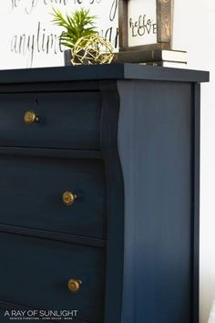 How to Paint a Dreamy Blue Dresser with gold hardwareq! Learn how to glaze over chalk paint so you can paint your thrift finds in a unique navy blue! This navy blue tall dresser furniture makeover is perfect for a farmhouse style home. Chalk Paint Dresser, Dresser Refinish, Chalk Paint Furniture, Tall Dresser, Chalk Painting, Furniture Refinishing, Dresser As Nightstand, Glazing Painted Furniture, Refurbished Dressers
