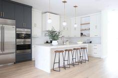 new Ideas for grey kitchen island modern Home Decor Kitchen, Kitchen Living, New Kitchen, Kitchen Wood, Two Tone Kitchen, Awesome Kitchen, Kitchen Ideas, Kitchen Cabinets, Modern Kitchen Design