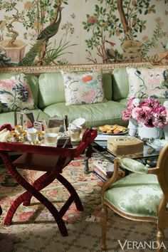 Home Design Drawing An evening chez Gutfreund might begin with drinks in the drawing room or the more intimate fumoir before trailing down to dinner. - Susan Gutfreund excels at the art of gracious entertaining. Home Interior, Interior And Exterior, Interior Decorating, Interior Design, Et Wallpaper, Chinoiserie Chic, Elegant Homes, Beautiful Interiors, Outdoor Furniture Sets