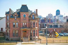 Renovated Victorian mansion in Brush Park sells for $2.65 million | Crain's Detroit Business. A Grand Blanc-area optometrist buys the multi-unit property, including a parking lot and a pair of parcels totaling about a half-acre that could be redeveloped.