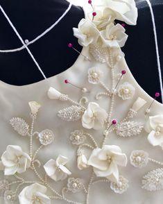 Рабочий процесс... Ещё немного и будет готово #платьедляпринцессы#workinprogress#dress#beads#flowers#aivory#olesyababicheva#russiandesigner#fashion#style#work#design#flowers#