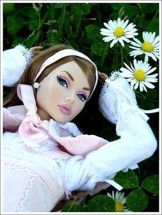 barbie dolls   9..4 .28 qw