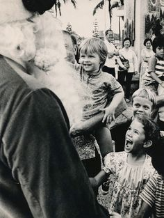 +~+~ Vintage Photograph ~+~+  Santa Claus arrives in Honolulu, Hawaii, much to the delight of the local children.   November 28, 1975.