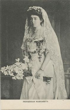 Princess Mary of Connaught, the granddaughter of Queen Victoria, married Crown Prince Gustav VI on 15 June 1905 in St. George's Chapel, at Windsor Castle.