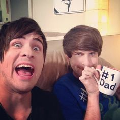 A lot of people had a freak out when they saw the dad thing haha Smosh Smosh, Freak Out, Beautiful Moments, Haha, In This Moment, Couple Photos, Couples, People, Rage