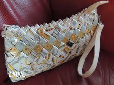 """Sac """"bijoux"""" papier recyclé et perles.Création et Réalisation LIANE"""
