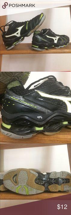 Mizuno volleyball shoes Wave tornado 8. Used! Mizuno Shoes Athletic Shoes