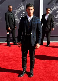 Pin for Later: All the Stars on the MTV VMAs Red Carpet Right Here! Nick Jonas