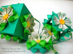 Móbile de origami. Kusudama Margarida.  Design and folded by Flaviane Koti