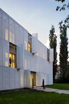 poolima | Glass Kramer Löbbert - MRT Gebäude, Berlin Buch: