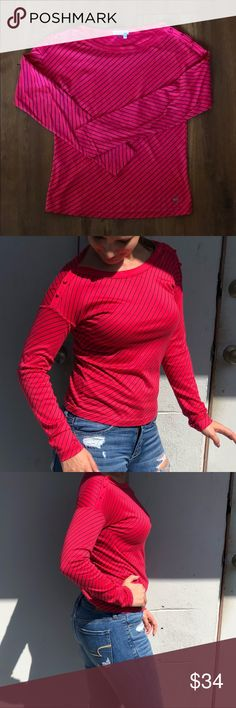 Women's Diagonal Striped Lacoste Boat Neck Top Hot pink and navy stripes - long sleeves - boat neck - ornamental buttons on shoulder - used, like new, tag at neck cut off (see detail photo) Lacoste Tops Tees - Long Sleeve Boat Neck Tops, Bateau Neckline, Navy Stripes, Fashion Tips, Fashion Design, Fashion Trends, Preppy, Hot Pink, Preppy Style