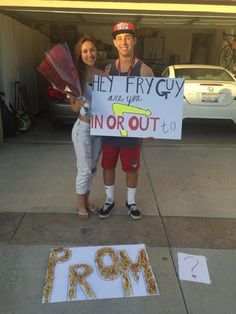 25 Bizarre Prom Proposals That Actually Happened Just goes to show food is the quickest way to anyone's heart Cute Homecoming Proposals, Hoco Proposals, Homecoming Posters, Homecoming Signs, Cute Relationship Goals, Cute Relationships, Girl Ask Guy, Cute Promposals, Dance Proposal