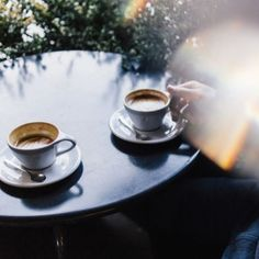 Good morning Monday ! But first, coffee ☕️ Le lundi au soleil, la semaine commence à merveille #verymojo #coffee #morning #mondaymorning #workinprogress #sun  ► www.verymojo.com ◄
