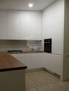cucina-cartongesso-un-design-moderno-ed-è-dotata-di-proiettori-in ...