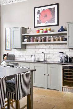 open kitchen shelves fliser under, maling over