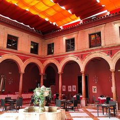#patio con #columnas bajo los #toldos