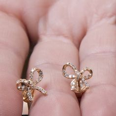Orecchini di diamanti, diamante fiocco earrinhgs Micropave orecchini, orecchini a fiocco, 18 k diamante borchie, orecchini in oro massiccio, orecchini in oro massiccio di fattoamanou su Etsy