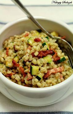 Pęczotto to polska nazwa tej potrawy, która pochodzi z Włoch i nazywa się orzotto. To nic innego jak risotto, z tą różnicą, że zamiast ryżu...
