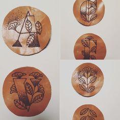 sottobicchieri in pelle pirografata #slowdesign #madeinitaly #handmade #phirograph #slowdesignobject #tattookecca