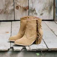 Michelle these have your name ALL over them! Sante Fe Fringe Boots...  @Michelle Sparks