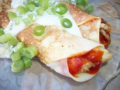 Chicken Crepes Recipe - Super Bowl Party Recipes Buffalo Chicken Recipe for Crepes with Blue Cheese Dressing and Diced Celery Buffalo Chicken Recipes, Easy Chicken Recipes, Crockpot Recipes, Cooking Recipes, Healthy Recipes, Crepe Recipes, Waffle Recipes, Party Recipes, Chicken Crepes