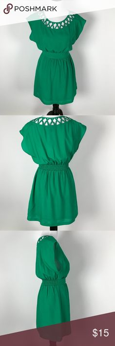 Forever 21 Kelly Green Criss Cross Collar Dress Forever 21 Kelly Green Criss Cross Collar Dress Bust measurement 37 inches shoulder witdth 21 inches waist to shoulder seam 14 inches waist you hem 17 inches my inventory number SRWD 1061 Forever 21 Dresses Mini