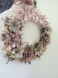 Poinsettia Wreath - shabby frosty feel x Tim Holtz/Sizzix Poinsettia Die