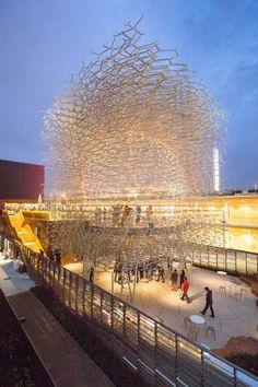 Tolles Gebäude, es schwebt! Der UK Pavilion auf der Expo 2015 in Mailand. Wolfgang Buttress. Image © Laurian Ghinitoiu