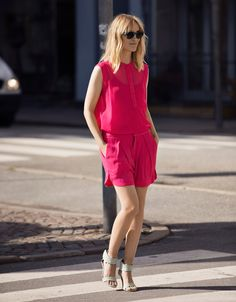 lean legs.  Create a taller frame with monochromatic dressing.