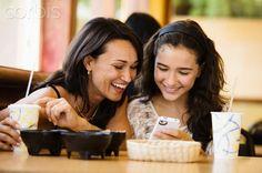 Latina mom and daughter lunch - 42-36558418 - Derechos protegidos - Fotografía de stock: Corbis