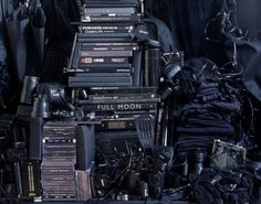 Helga Steppan is a Swedish artist who combines installation and photography. For her See Through exhibition, she arranged all of her belongings into separate chromatic piles. Sombre, Cool Apartments, Creative People, Still Life Photography, Design Thinking, Shades Of Black, Visual Merchandising, Contemporary Artists, Modern Art