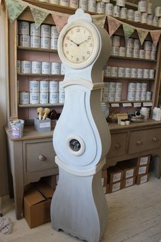 Maison Decor: Our last weekend in our Malden store and the new shop reveal! Scandinavian Fashion, Scandinavian Interiors, Swedish Decor, Diy Clock, Cool Store, Antique Clocks, New Shop, Decoration, Painted Furniture