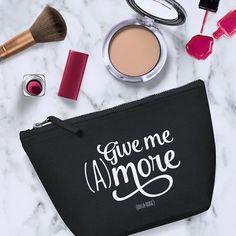 """Vous êtes du genre à en vouloir toujours plus? Cette pochette est sûrement faire pour vous!  Ce modèle """"Give me (A)more"""" vous plait ? #dresses #necklaces #womenbag #bag #blouses #dailysale #sale"""