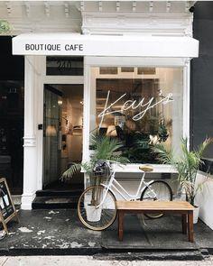 Kay's, Nova York, melissamale The Shopkeepers - Coffee shop design - Fachadas Restaurant Design, Deco Restaurant, Modern Restaurant, Small Coffee Shop, Coffee Shops, Cute Coffee Shop, French Coffee Shop, Coffee Coffee, Coffee Shop New York