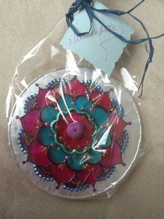 Rosa= Amor Universal Christmas Bulbs, Holiday Decor, Home Decor, Amor, Mandalas, Manualidades, Decoration Home, Christmas Light Bulbs, Room Decor