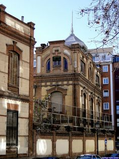 Museo de Farmacia Militar. Calle de Embajadores, Madrid. Obra de Pascual Fernández Aceituno. Construido entre 1915 y 1928.
