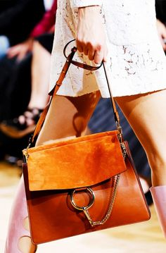 Spring 2015 Ready-to-Wear - Chloé bag Fashion Me Now, Fashion Bags, Paris Fashion, Jackets Fashion, Fashion Handbags, Fashion Fashion, Street Fashion, Runway Fashion, Fashion Shoes