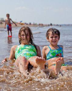 L'été, c'est fait pour jouer… dans l'eau! Rendez-vous sur les plages chaudes du Nouveau-Brunswick pour vos vacances! #ExploreNB