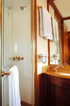 Blue Train (South Africa) - De luxe bathroom,