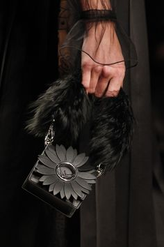 Fendi Fall 2017 Ready-to-Wear Accessories Photos - Vogue