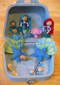 The Enchanted Tree: Bendy playsets.the addiction begins. Fun Crafts To Do, Crafts For Kids, Felt Doll House, Enchanted Tree, Christmas Presents For Kids, Box Frame Art, Mermaid Crafts, Waldorf Dolls, Waldorf Crafts