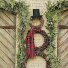 Wreath Snowman - I did this for our office decoration one year. very simple decoration but I like simple. Tartan Christmas, Noel Christmas, Country Christmas, All Things Christmas, Winter Christmas, Christmas Wreaths, Christmas Crafts, Xmas, Outdoor Christmas