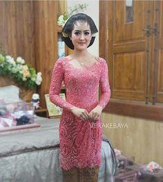 kebaya Vera Kebaya, Batik Kebaya, Indonesian Kebaya, Kebaya Brokat, Model Kebaya, Bead Embroidery Jewelry, Traditional Wedding, Evening Gowns, Lace Dress